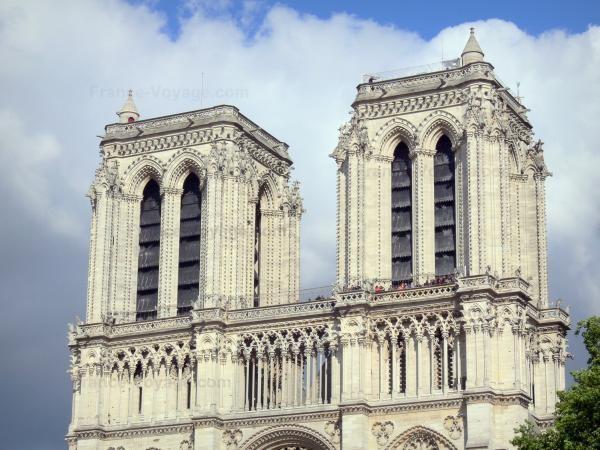 Chùm ảnh về vẻ đẹp của Nhà thờ Đức Bà Paris trước vụ hỏa hoạn làm sập mái vòm và tháp đêm 15/4 ảnh 3