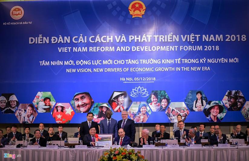 Ong Vu Khoan: The gioi canh tranh gay gat, Viet Nam o khu vuc nhay cam hinh anh 1
