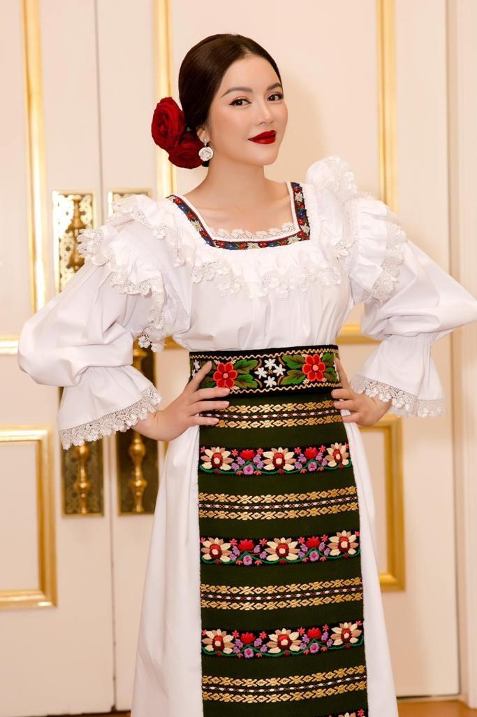 Lý Nhã Kỳ mũm mĩm như cô gái Romania ảnh 3