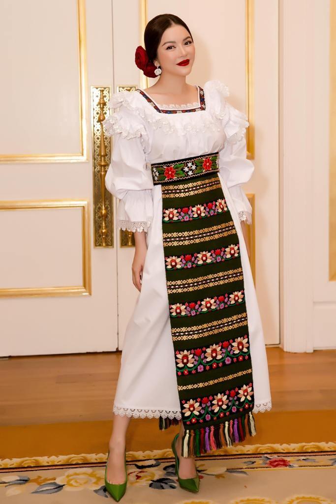Lý Nhã Kỳ mũm mĩm như cô gái Romania ảnh 5