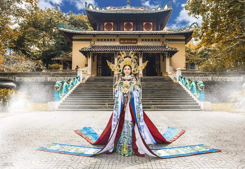 Hé lộ trang phục lộng lẫy hoa hậu Châu Ngọc Bích mang tới Mrs Universe 2018 ảnh 3