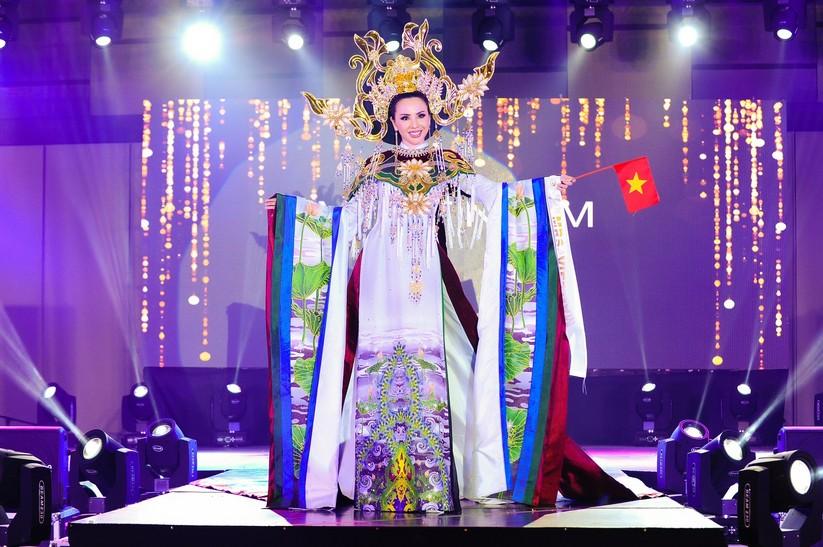 Châu Ngọc Bích thắng giải trang phục dân tộc đẹp nhất ảnh 1
