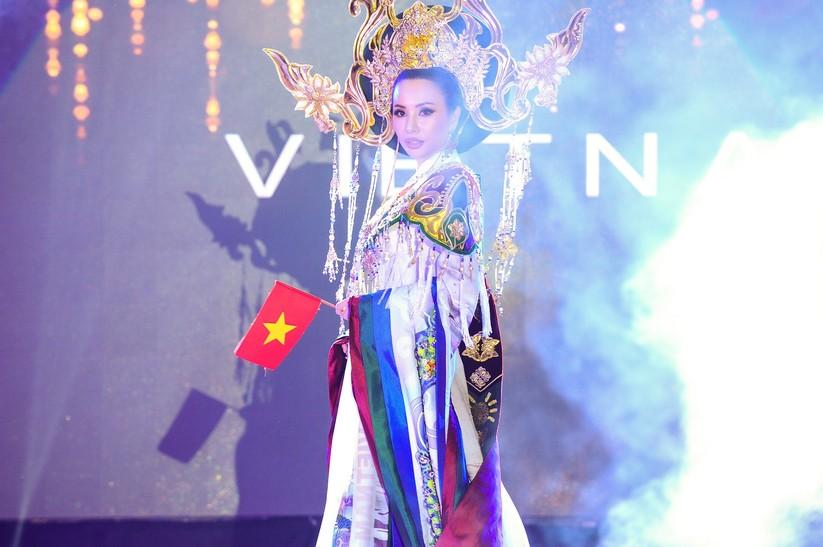 Châu Ngọc Bích thắng giải trang phục dân tộc đẹp nhất ảnh 2
