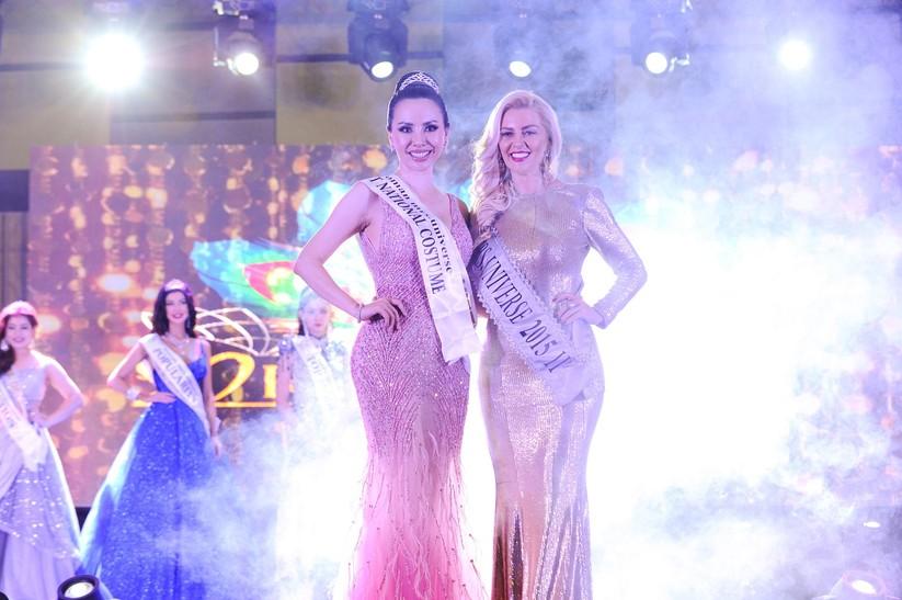Châu Ngọc Bích thắng giải trang phục dân tộc đẹp nhất ảnh 4