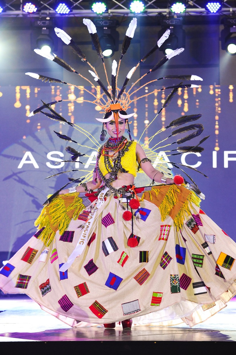Châu Ngọc Bích thắng giải trang phục dân tộc đẹp nhất ảnh 12