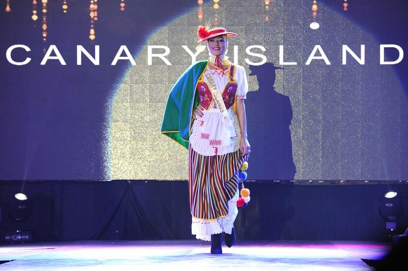 Châu Ngọc Bích thắng giải trang phục dân tộc đẹp nhất ảnh 14