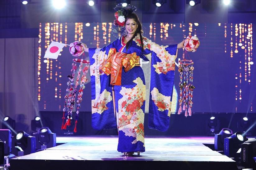 Châu Ngọc Bích thắng giải trang phục dân tộc đẹp nhất ảnh 17