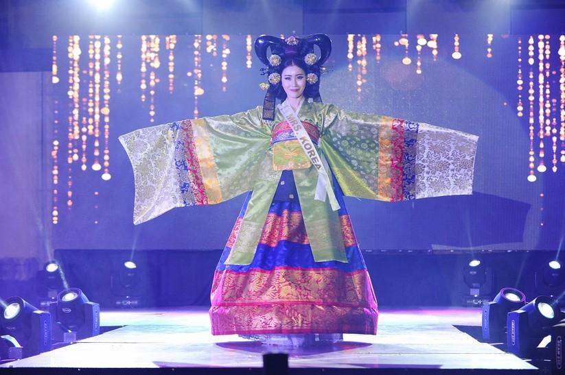 Châu Ngọc Bích thắng giải trang phục dân tộc đẹp nhất ảnh 18