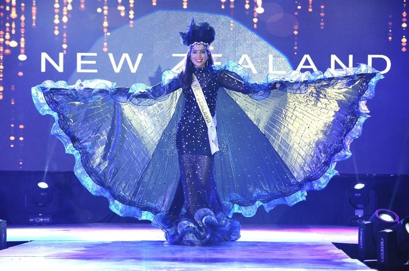 Châu Ngọc Bích thắng giải trang phục dân tộc đẹp nhất ảnh 7