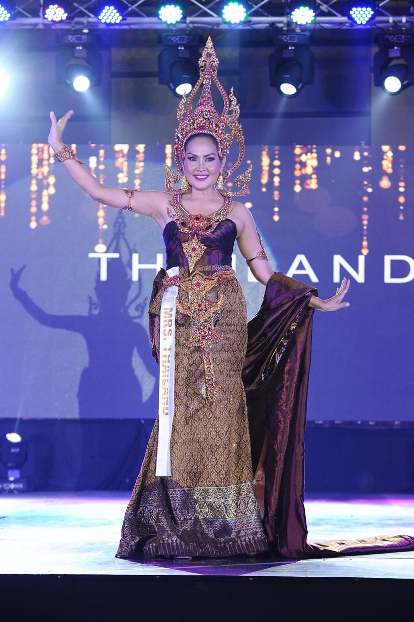 Châu Ngọc Bích thắng giải trang phục dân tộc đẹp nhất ảnh 10