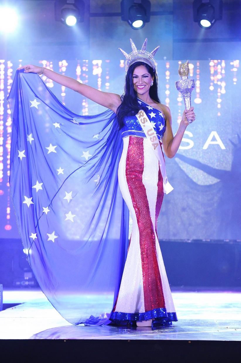 Châu Ngọc Bích thắng giải trang phục dân tộc đẹp nhất ảnh 11