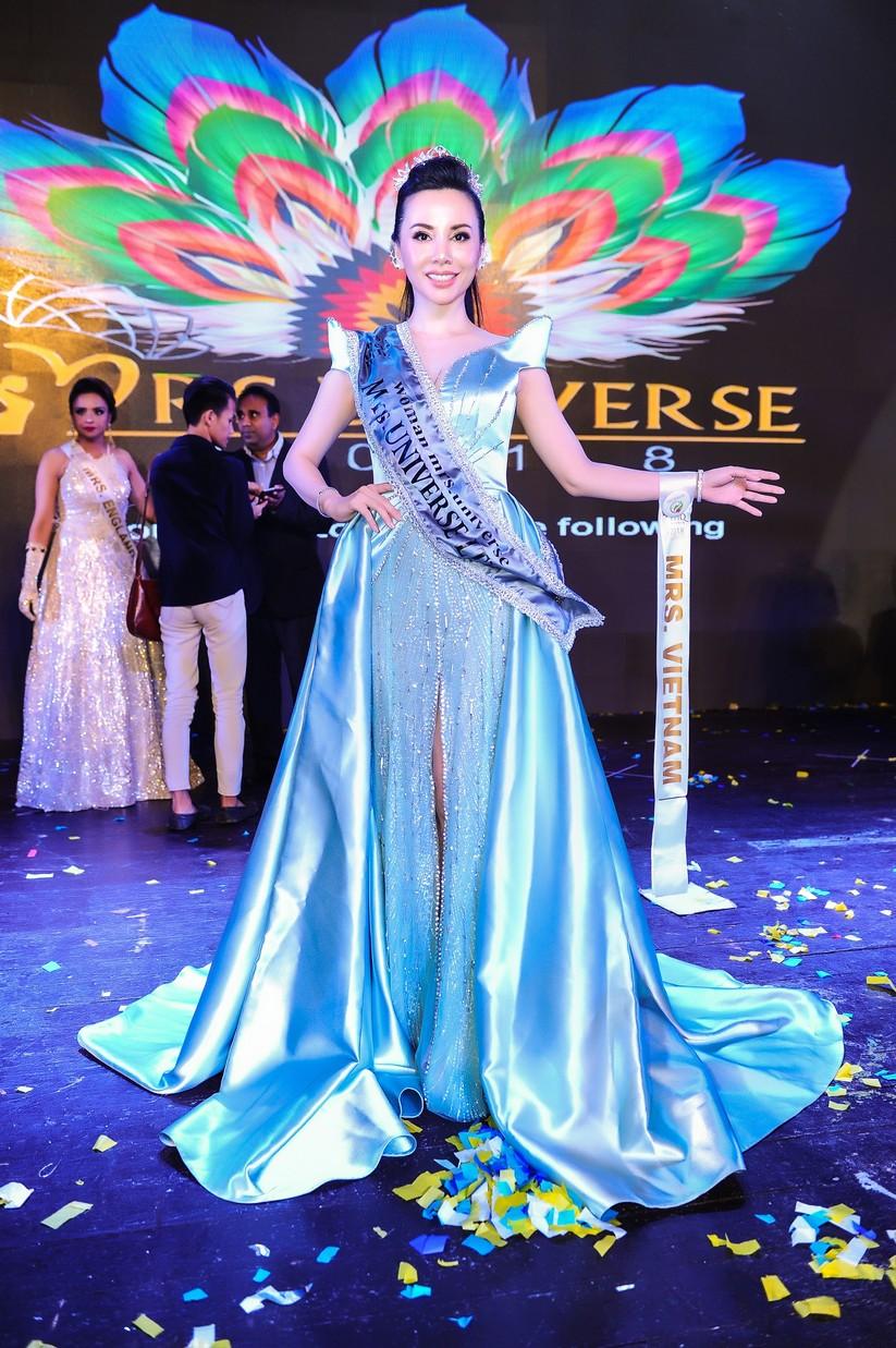 Châu Ngọc Bích đăng quang Hoa hậu Đại sứ quý bà thế giới ảnh 1