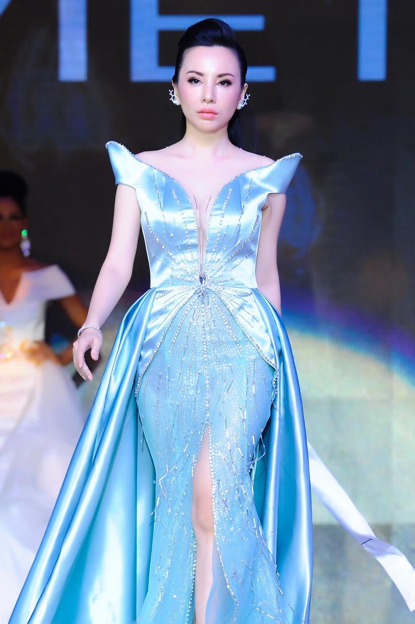 Châu Ngọc Bích đăng quang Hoa hậu Đại sứ quý bà thế giới ảnh 6