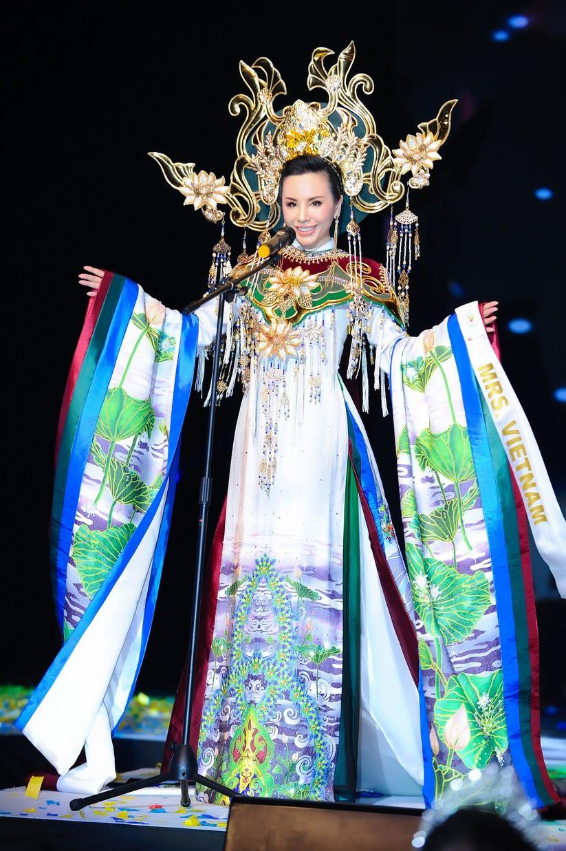 Châu Ngọc Bích đăng quang Hoa hậu Đại sứ quý bà thế giới ảnh 8