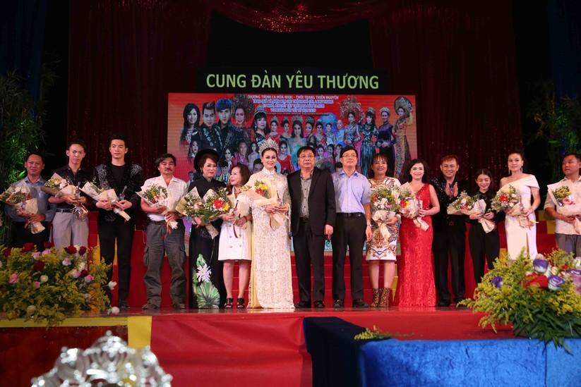 Diễn viên Lý Hương, đại gia Hoàng Kiều chung tay vì trẻ nghèo ảnh 8