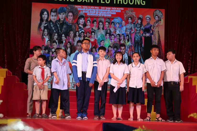 Diễn viên Lý Hương, đại gia Hoàng Kiều chung tay vì trẻ nghèo ảnh 4