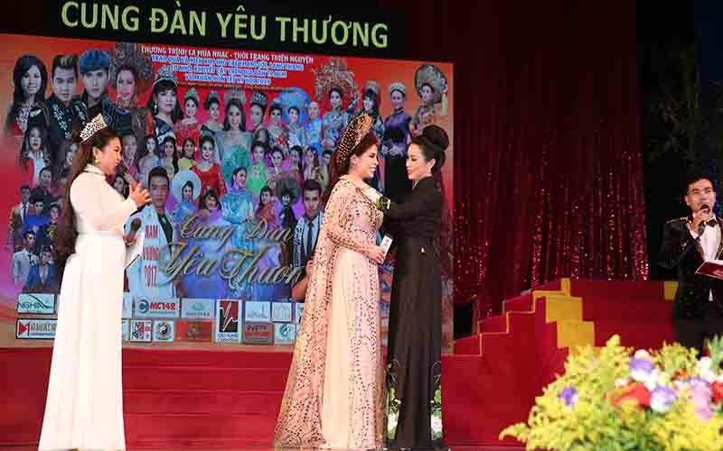 Diễn viên Lý Hương, đại gia Hoàng Kiều chung tay vì trẻ nghèo ảnh 2