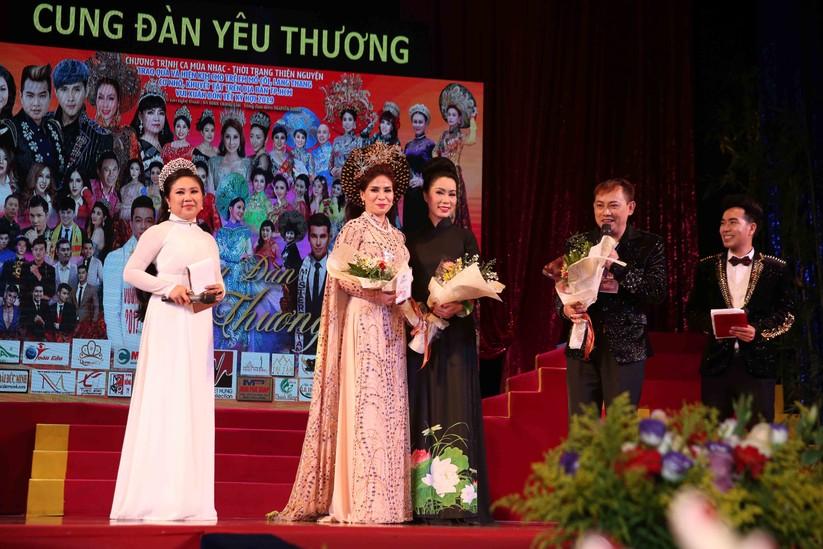 Diễn viên Lý Hương, đại gia Hoàng Kiều chung tay vì trẻ nghèo ảnh 3