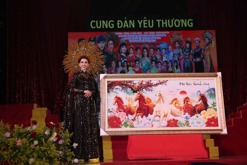 Diễn viên Lý Hương, đại gia Hoàng Kiều chung tay vì trẻ nghèo ảnh 5