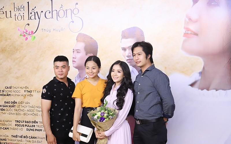"""Quang Lê chúc mừng """"sầu nữ lệ vàng"""" Thúy Huyền ra mắt MV bolero ảnh 3"""