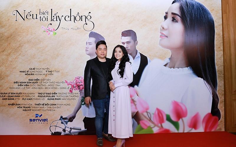 """Quang Lê chúc mừng """"sầu nữ lệ vàng"""" Thúy Huyền ra mắt MV bolero ảnh 2"""