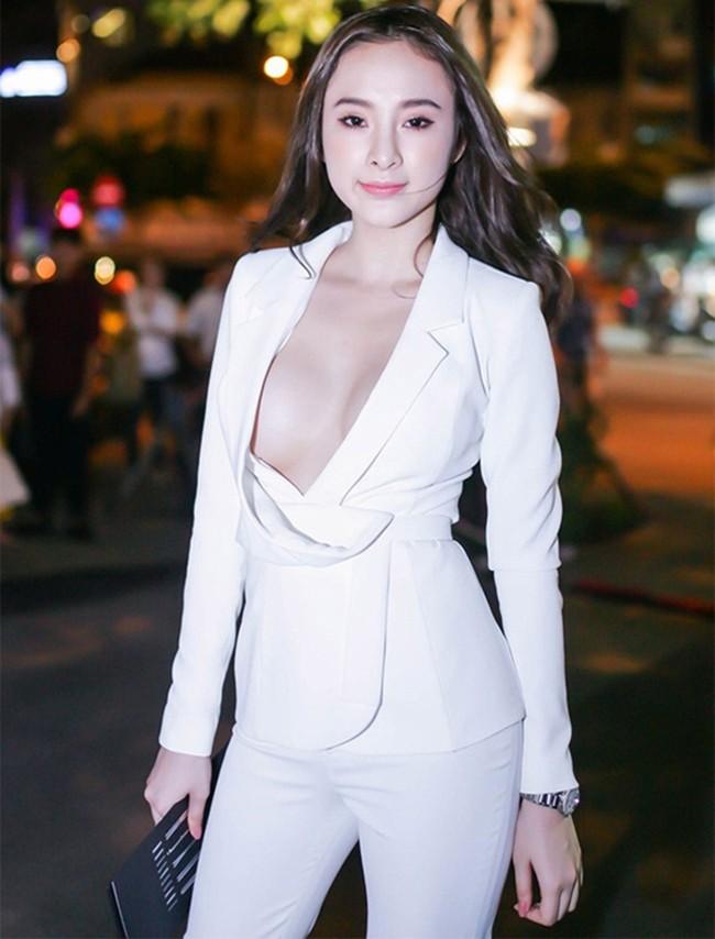 Angela Phương Trinh táo bạo với trang phục không nội y