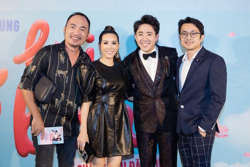 Hoa hậu Thu Hoài nắm chặt tay bạn trai doanh nhân đến gặp Trấn Thành ảnh 7