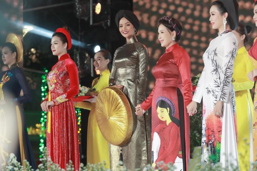 H'Hen Niê lọt top 50 người phụ nữ ảnh hưởng nhất Việt Nam ảnh 6