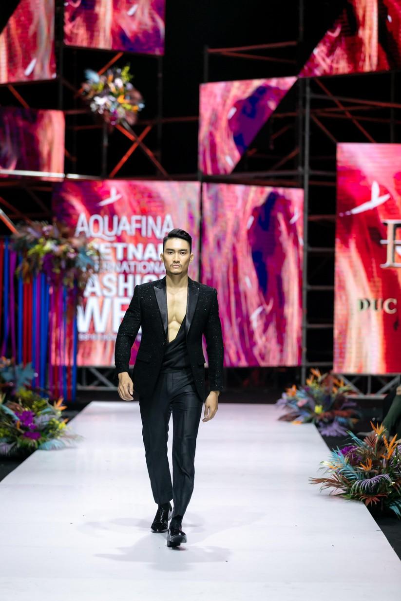 Hoa hậu Trương Hồ Phương Nga bất ngờ xuất hiện đẹp lộng lẫy trên sàn catwalk ảnh 7