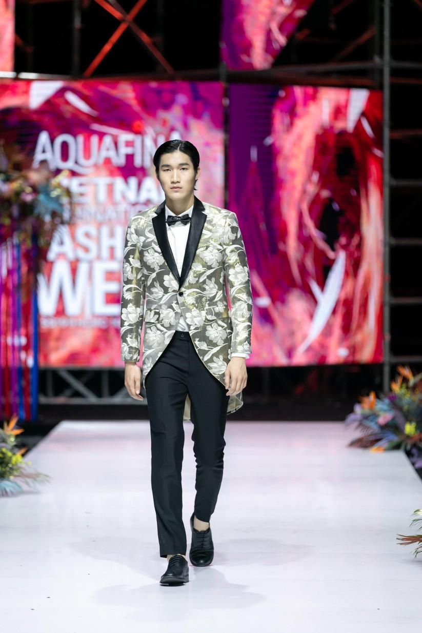 Hoa hậu Trương Hồ Phương Nga bất ngờ xuất hiện đẹp lộng lẫy trên sàn catwalk ảnh 8