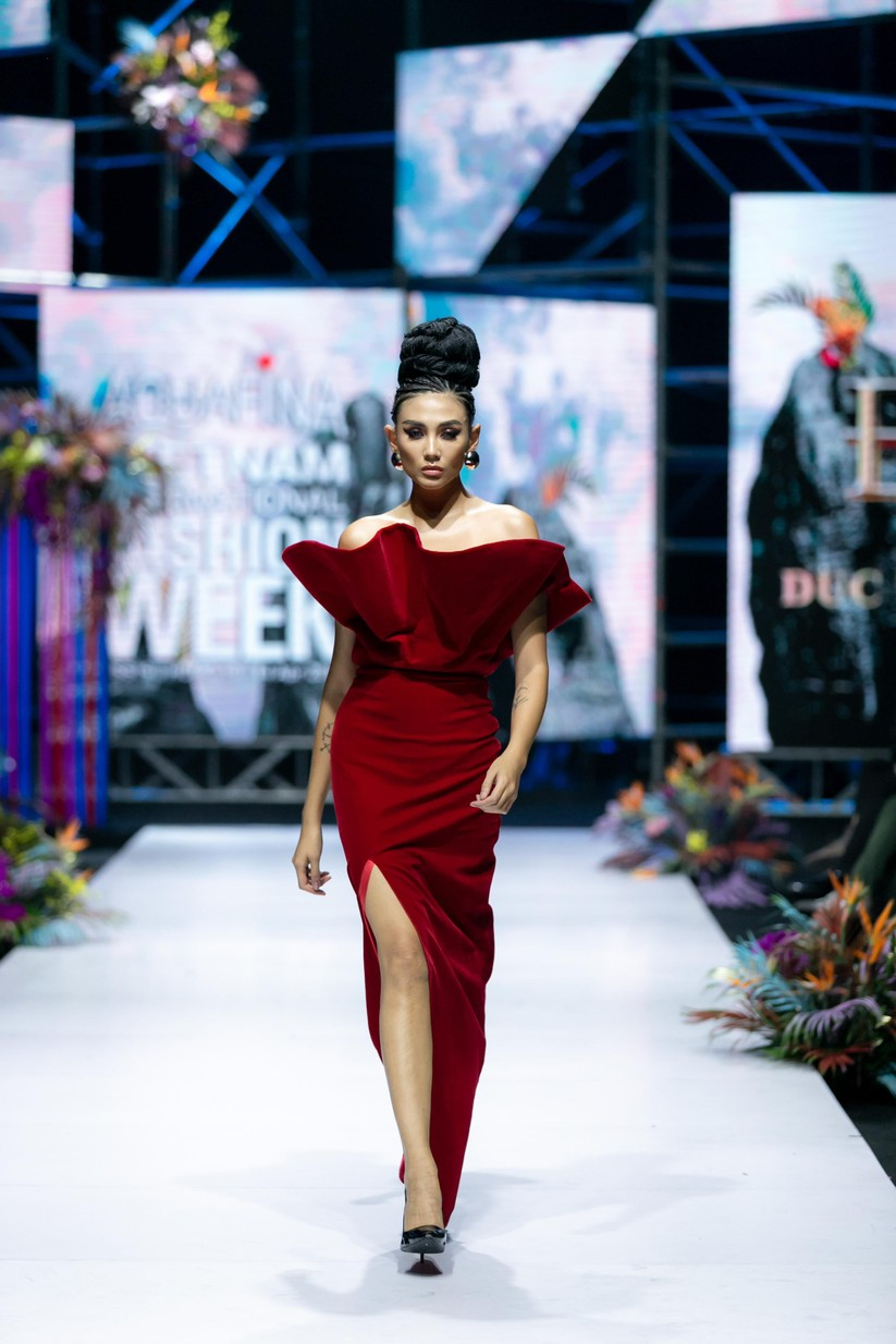 Hoa hậu Trương Hồ Phương Nga bất ngờ xuất hiện đẹp lộng lẫy trên sàn catwalk ảnh 6