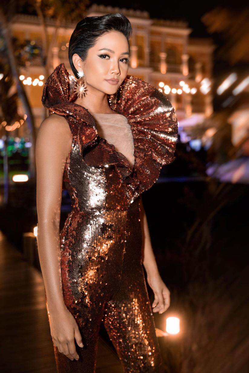 Hoa hậu H'Hen Niê bất ngờ diện chiếc váy từng gây tranh cãi tại Miss Universe ảnh 6