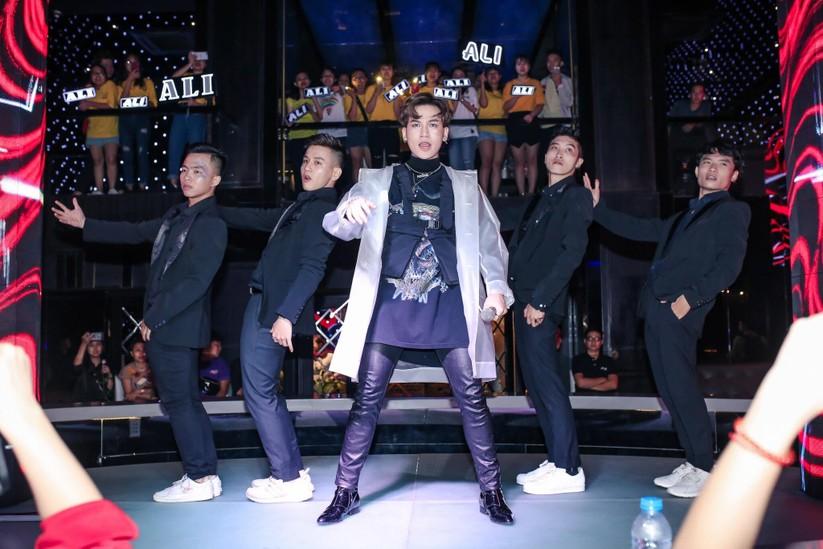 """""""Nữ hoàng"""" nhạc dance Thu Minh song ca """"máu lửa"""" cùng học trò Ali Hoàng Dương ảnh 8"""