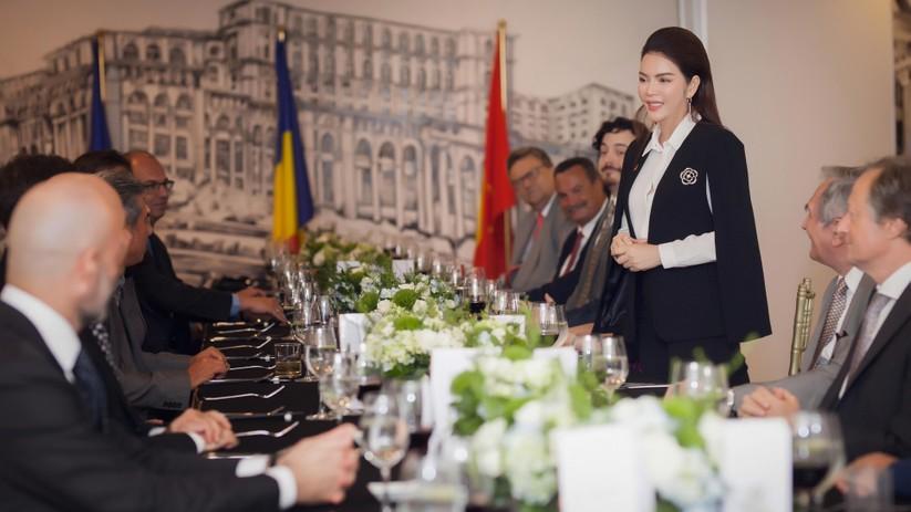 Lý Nhã Kỳ đẹp lộng lẫy đón tiếp phái đoàn ngoại giao châu Âu ảnh 3