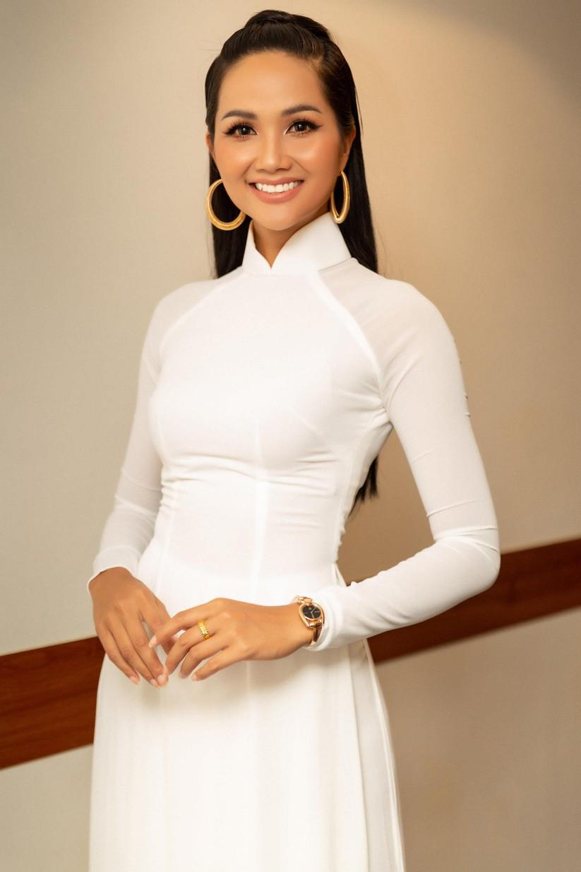 Hoa hậu H' Hen Niê vừa đầu trọc đã lại tóc dài ảnh 5