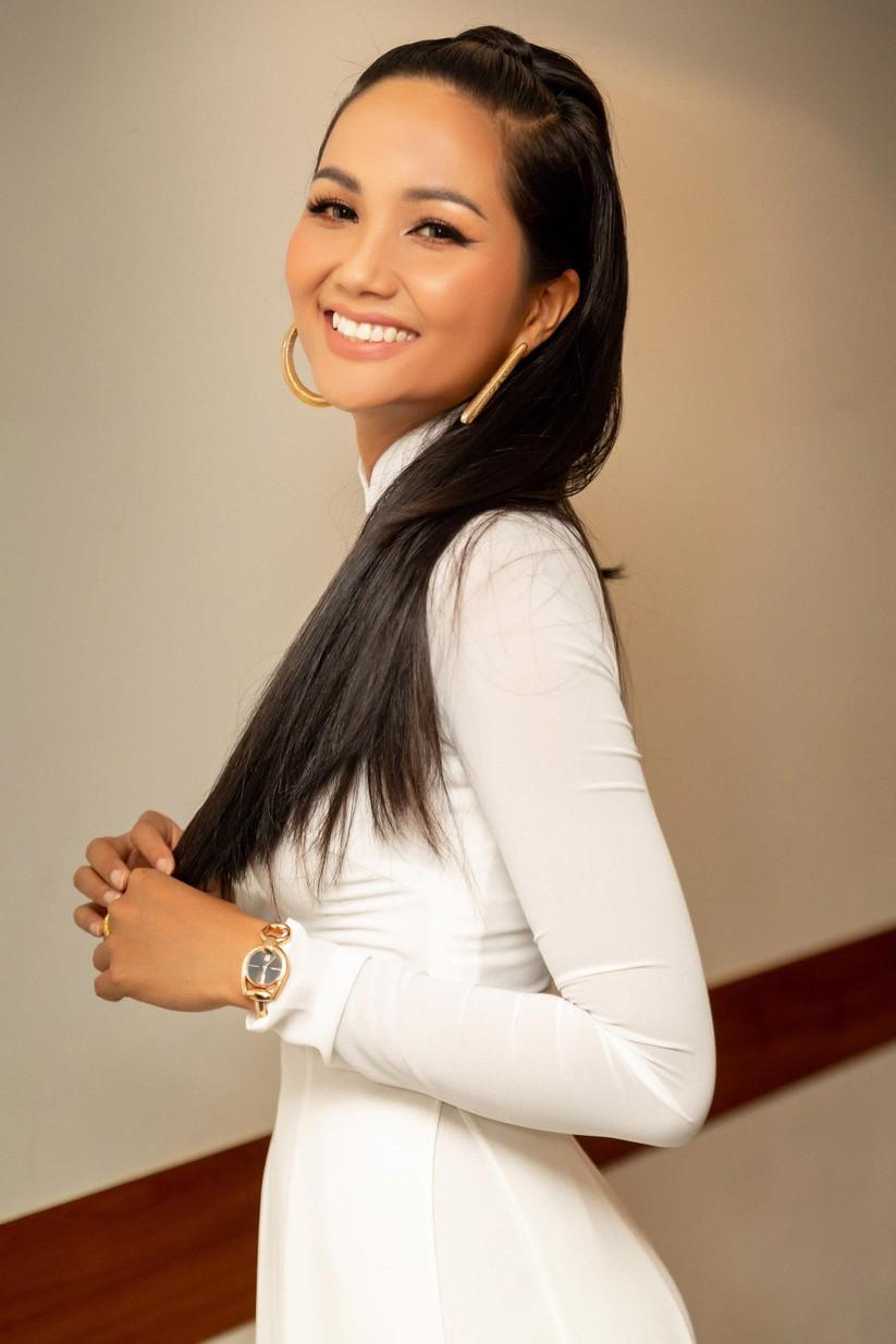 Hoa hậu H' Hen Niê vừa đầu trọc đã lại tóc dài ảnh 8