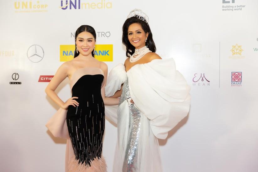 Hoa hậu H' Hen Niê được tặng vĩnh viễn vương miện tiền tỷ ảnh 7