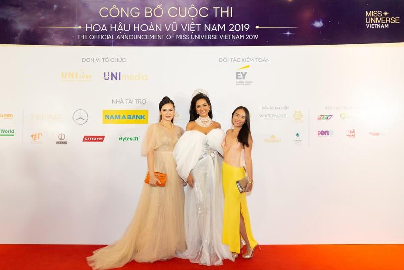 Hoa hậu H' Hen Niê được tặng vĩnh viễn vương miện tiền tỷ ảnh 8