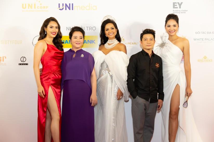 Hoa hậu H' Hen Niê được tặng vĩnh viễn vương miện tiền tỷ ảnh 9