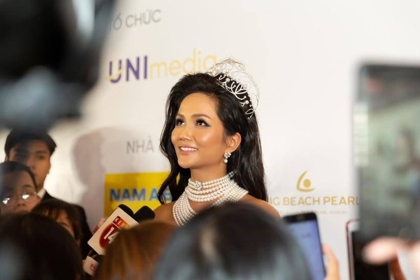 Hoa hậu H' Hen Niê được tặng vĩnh viễn vương miện tiền tỷ ảnh 5