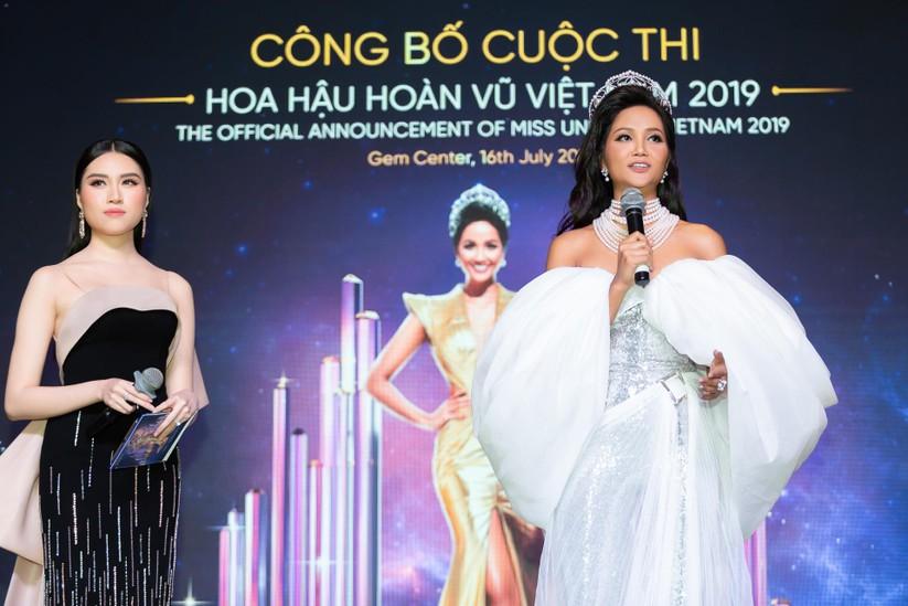 Hoa hậu H' Hen Niê được tặng vĩnh viễn vương miện tiền tỷ ảnh 3