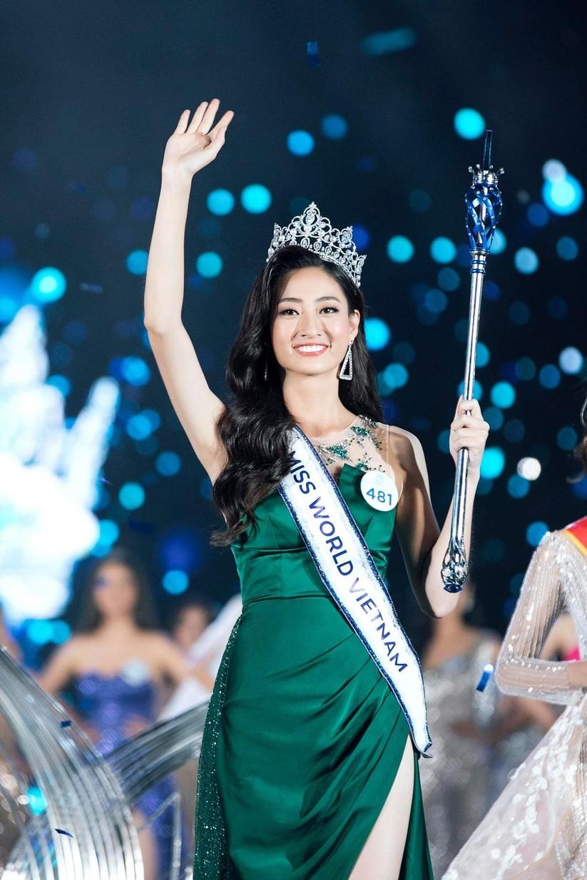 Lương Thùy Linh trong phút đăng quang Hoa hậu Thế giới Việt Nam 2019