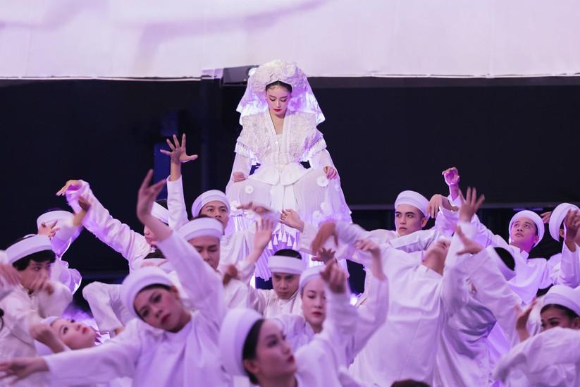"""Hoàng Thùy Linh """"lên đồng"""" muốn được tôn thờ với """"Tứ Phủ"""" ảnh 4"""