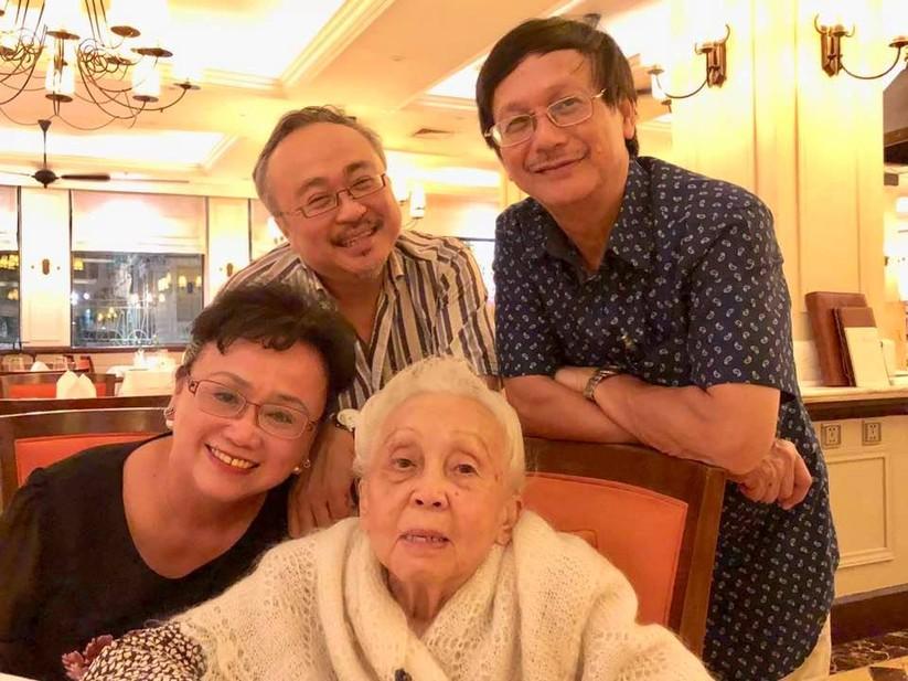 Bốn má con NSND Đặng Thái Sơn (Ảnh tư liệu gia đình do NSND Đặng Thái Sơn cung cấp)
