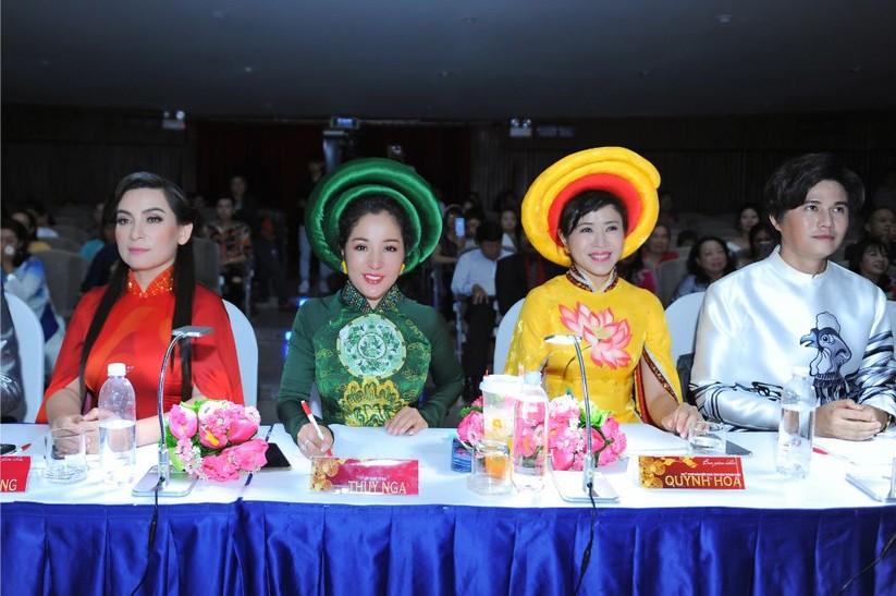 Trương An Xinh đăng quang Đại sứ Áo dài Việt Nam bảng Quý bà ảnh 9
