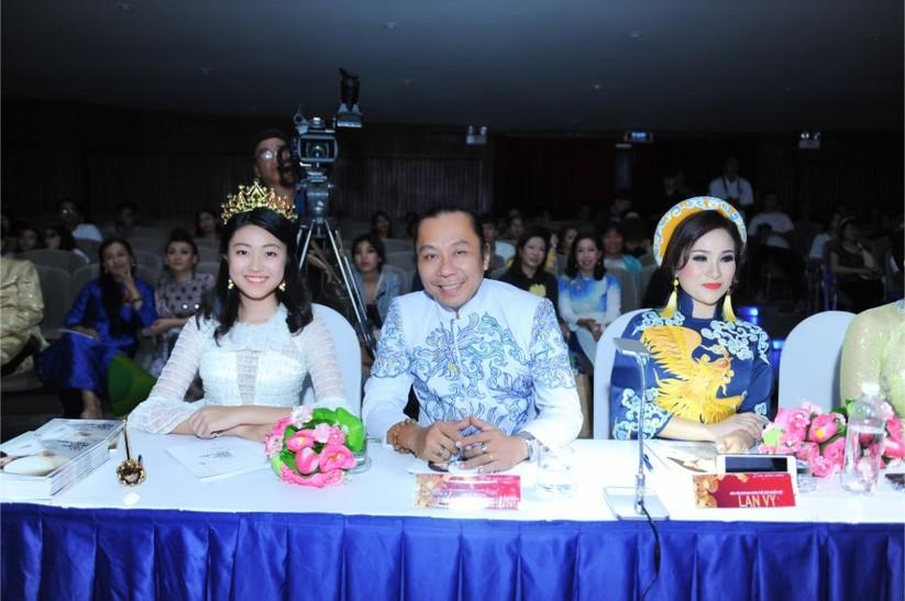 Trương An Xinh đăng quang Đại sứ Áo dài Việt Nam bảng Quý bà ảnh 10