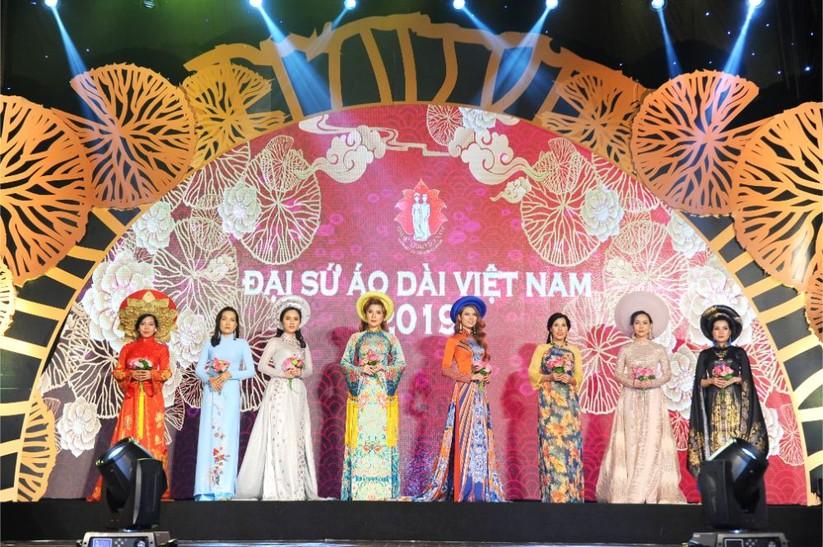 Trương An Xinh đăng quang Đại sứ Áo dài Việt Nam bảng Quý bà ảnh 11