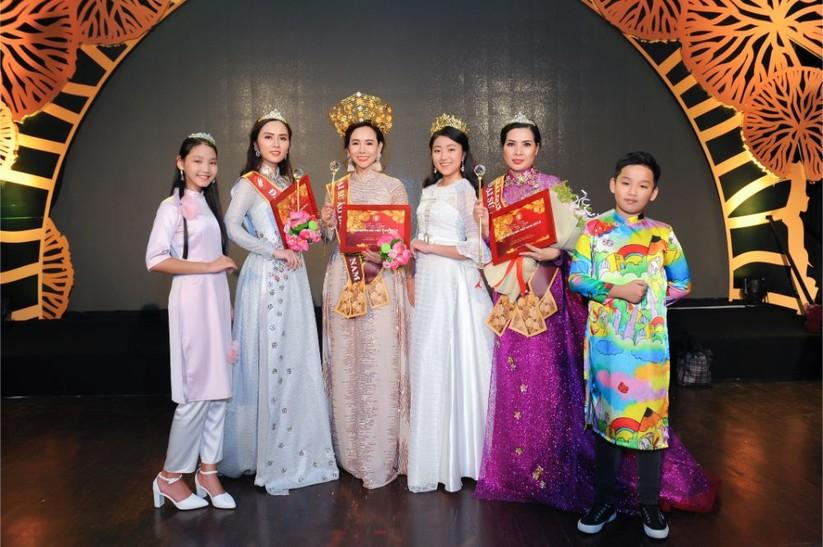 Trương An Xinh đăng quang Đại sứ Áo dài Việt Nam bảng Quý bà ảnh 12