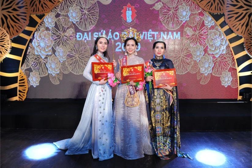 Trương An Xinh đăng quang Đại sứ Áo dài Việt Nam bảng Quý bà ảnh 7