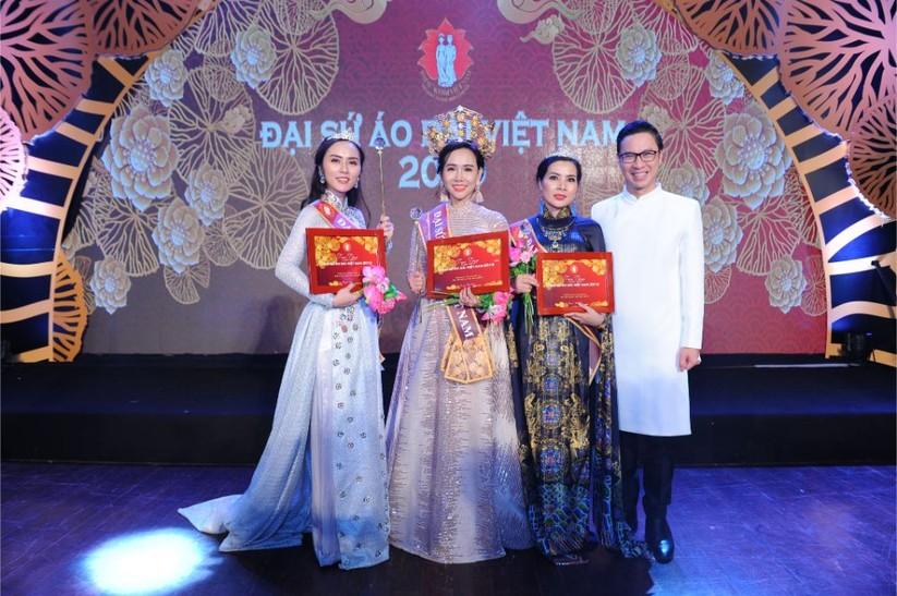 Trương An Xinh đăng quang Đại sứ Áo dài Việt Nam bảng Quý bà ảnh 3